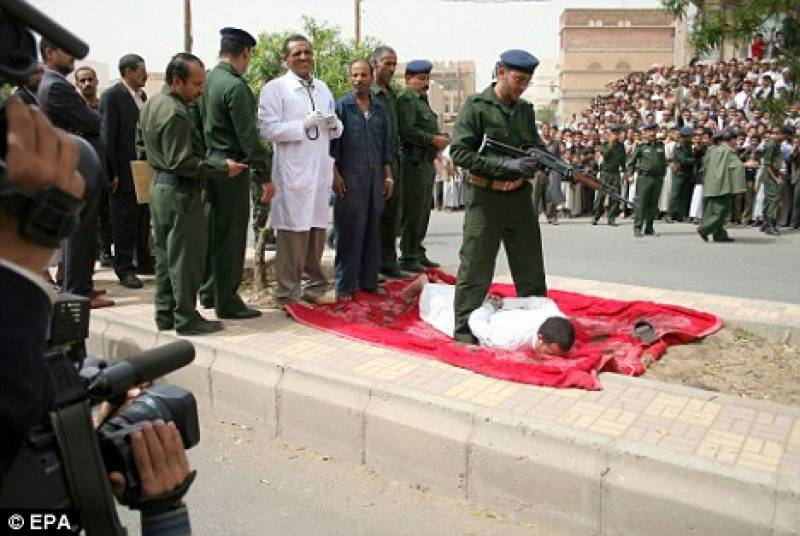 Child rapist-killer publicly executed with machine gun