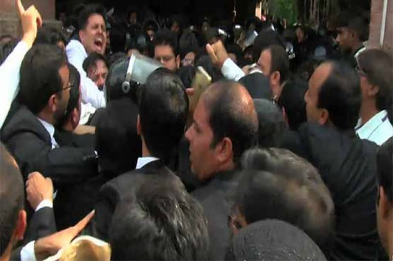 LHC Clashes: Lawyers protest after CJ orders arrest of LHC Multan bench's president