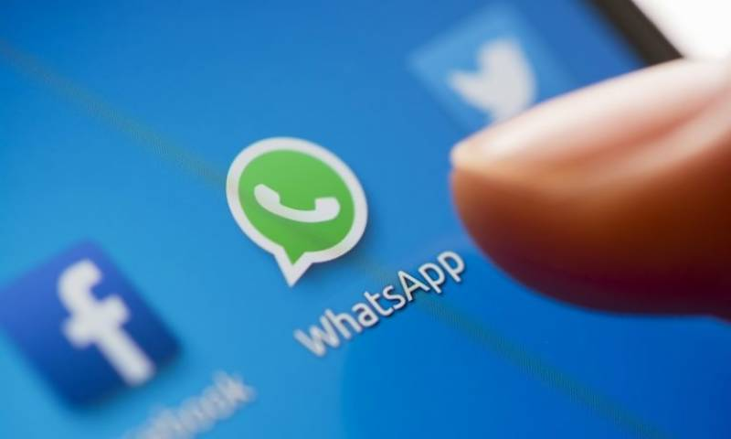 WhatsApp updates Facebook like text-based status features