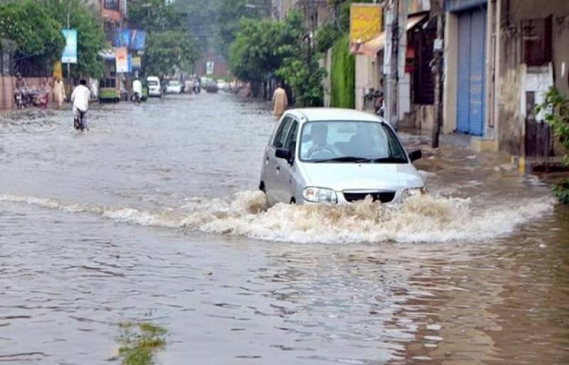 Heavy rain lashes Lahore, roads flooded