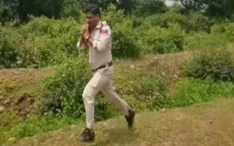 Govt. awards brave cop Rs 50,000 for saving 400 children