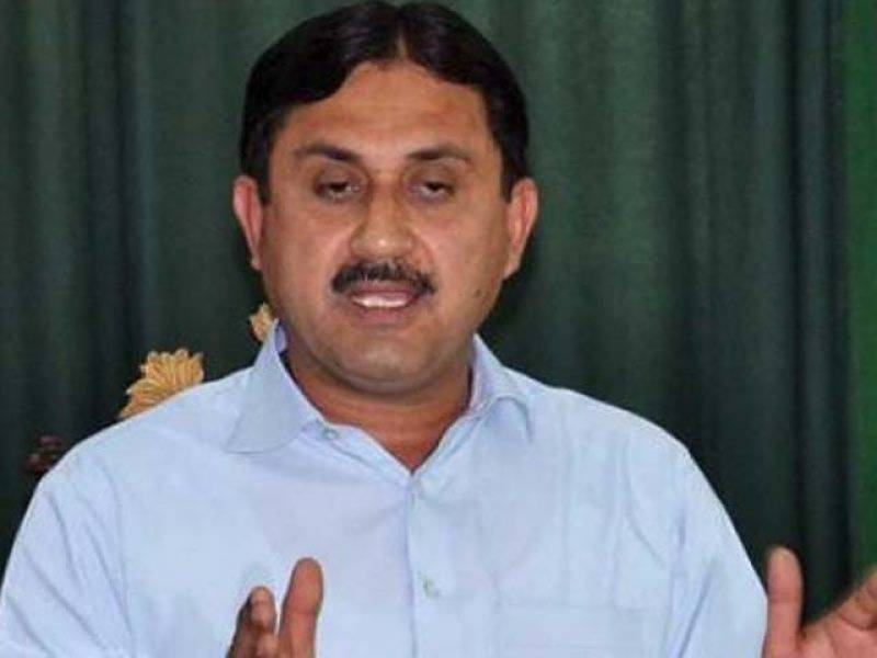 Jamshed Dasti polishes workers' shoes