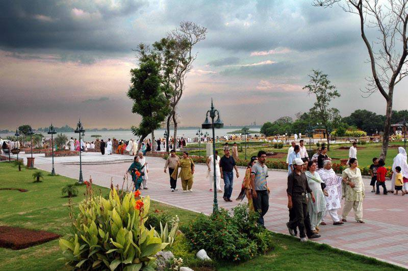People visit recreational places on third day of Eid-ul-Azha