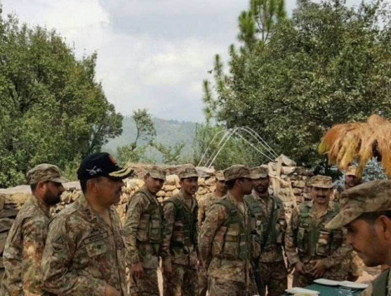 Rawalpindi Corps Commander Lt Gen Nadeem Raza visits troops in Battal, Dawarandi sectors