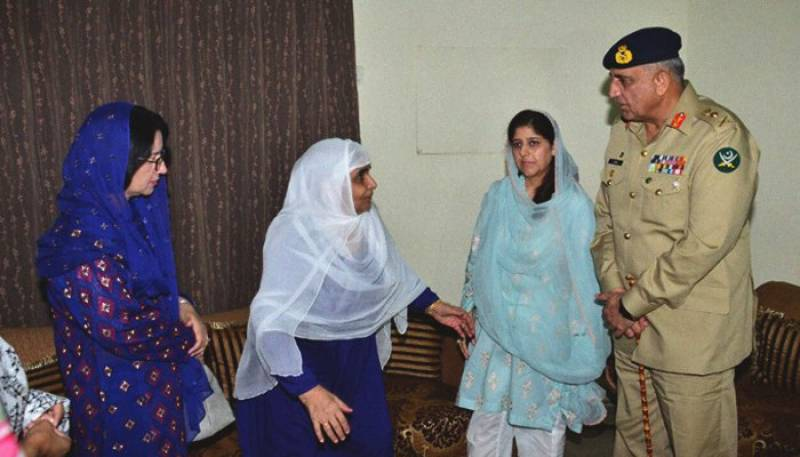 COAS Bajwa visits martyred Lt Col Amer Wahid's family