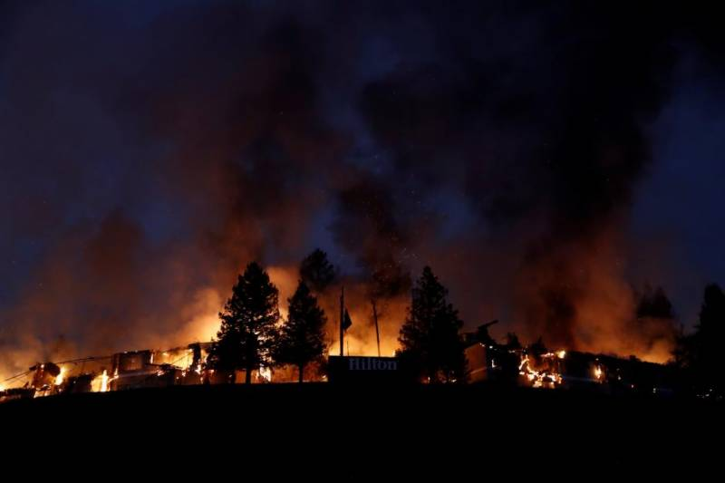 Wildfires kill at least 10 in California wine country