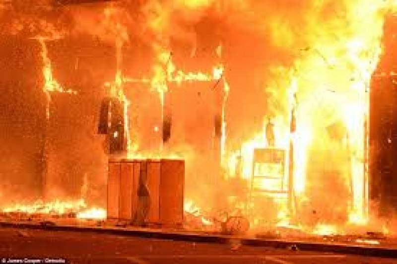 Fire in furniture market burns dozen of shops