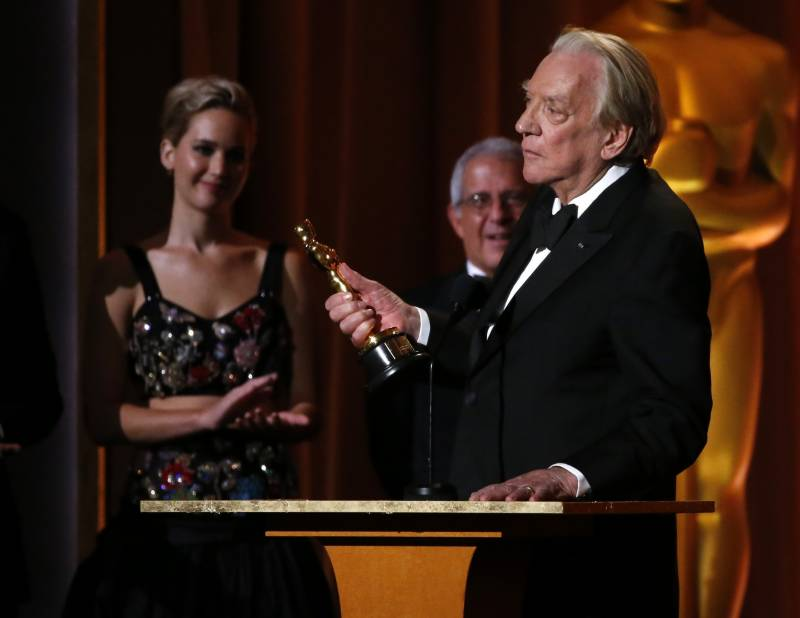 Hollywood puts scandal aside for a night at the honorary Oscars
