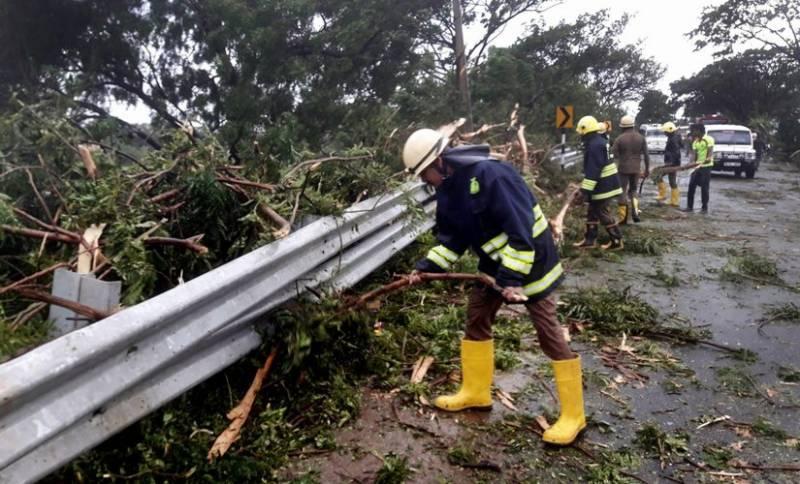 Cyclone batters southwestern India coast killing 14, many missing
