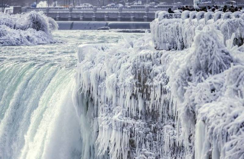 Look! freezing point turns Niagara into winter wonderland