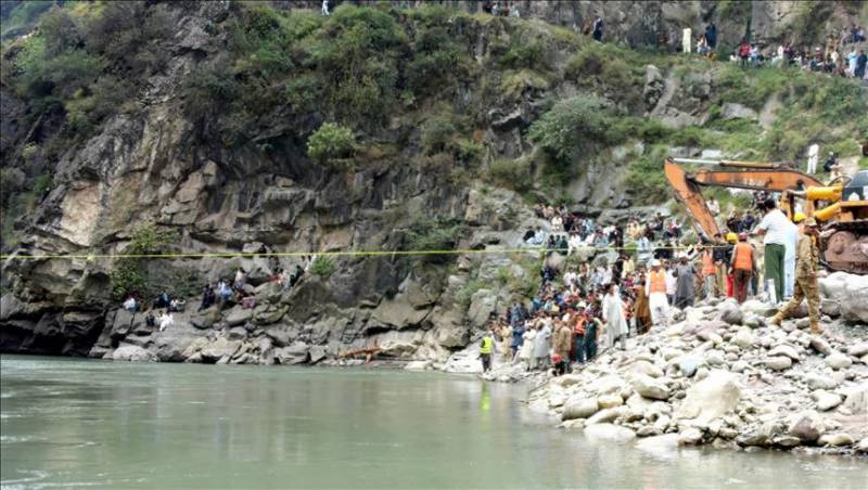 11 killed as van plunges into river in GB