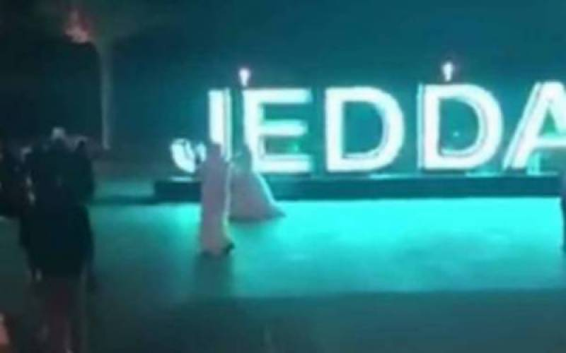 Video of Saudi couple celebrating their wedding in Jeddah street goes viral