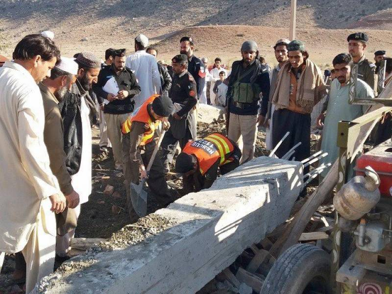 Six labourers killed as gate collapses in Kohat