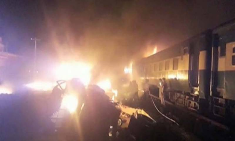 Karachi express engine catches fire near Chichawatni