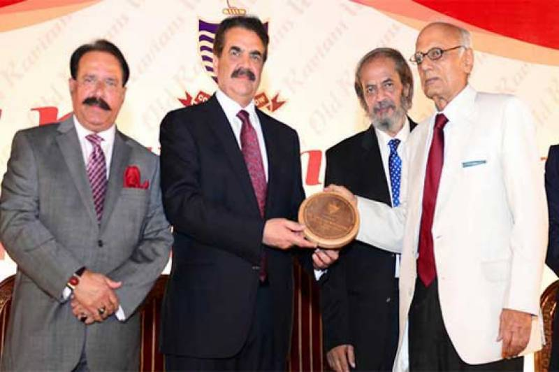 Former Army chief donates Rs 2 million to GCU