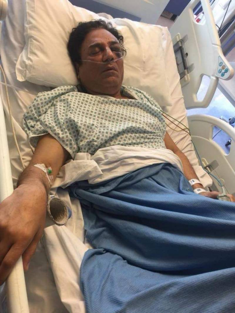 Naeem Bukhari in hospital, picture goes viral