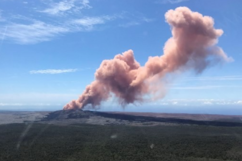 Earthquakes rock Hawaii, prompt further volcano eruptions