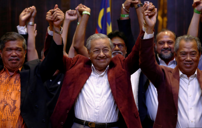 Malaysia's Mahathir Mohamad scores historic victory over ruling coalition