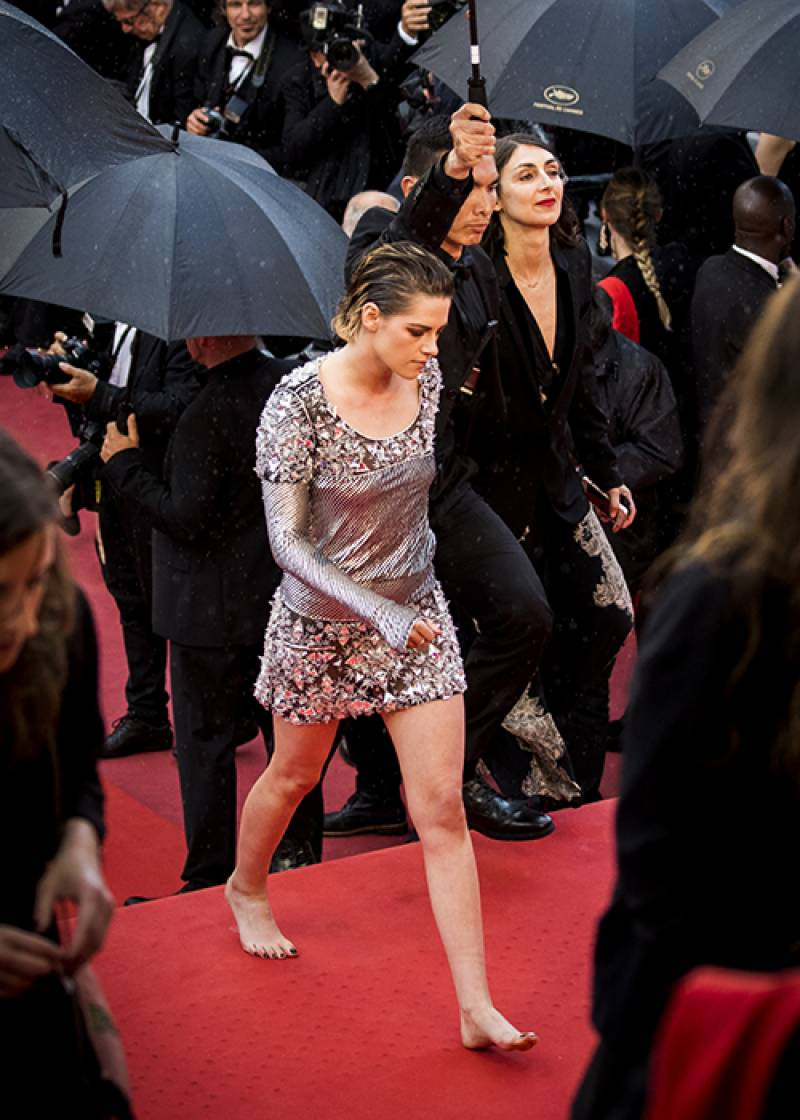 Twilight S Actor Protests Cannes No Flats Policy Walks