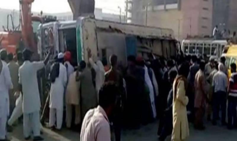 2 dead, 7 injured as bus overturns in Karachi
