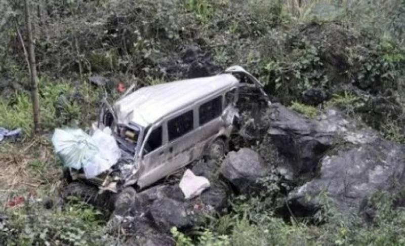 9 killed, 6 injured as van plunges into ravine in Mirpur