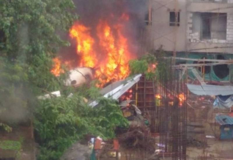 Five killed as plane plunges into Mumbai construction site