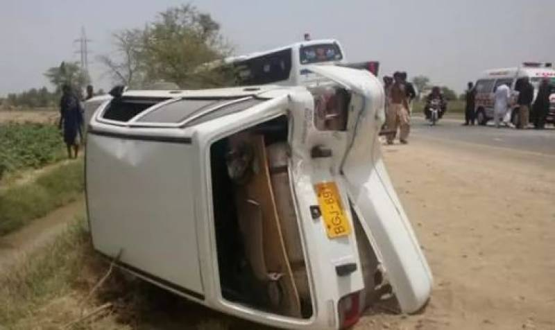 11 dead, 18 injured in road mishap near Nawabshah