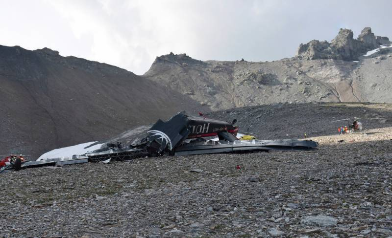 20 killed after tourist plane crashes in Switzerland