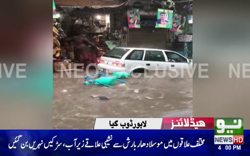 Heavy rain lashes Lahore, roads inundated