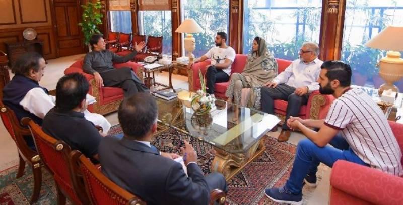 Boxer Amir Khan, wife Faryal call on PM Imran
