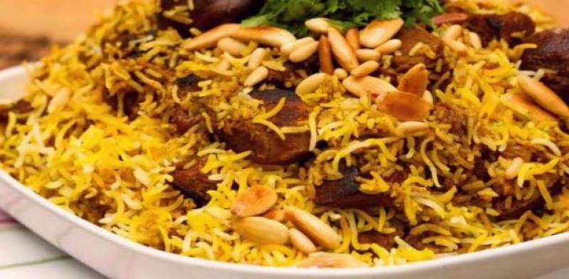 Woman chops off lover, cooks body parts with rice and serves to Pakistani workers