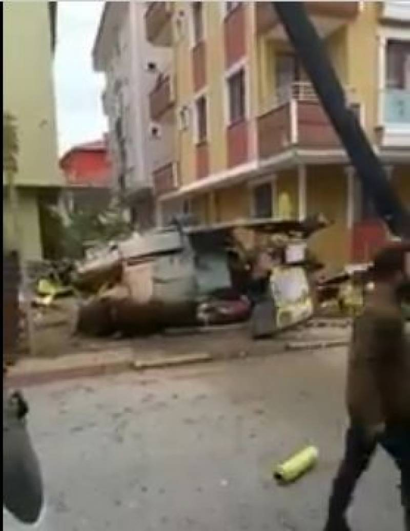 Video: 4 Turkish soldiers killed in Istanbul helicopter crash