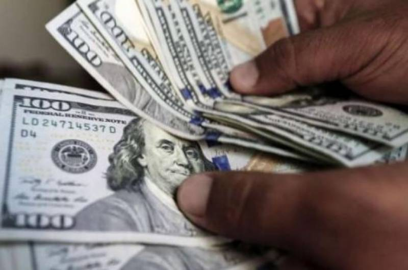 Dollar soars to all-time high of Rs142 in interbank market