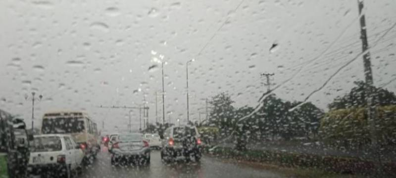 Downpour, strong winds in various cities turn weather chilly