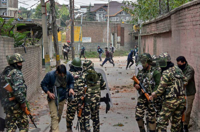 Indian troops martyr two youth in Pulwama district of IOK
