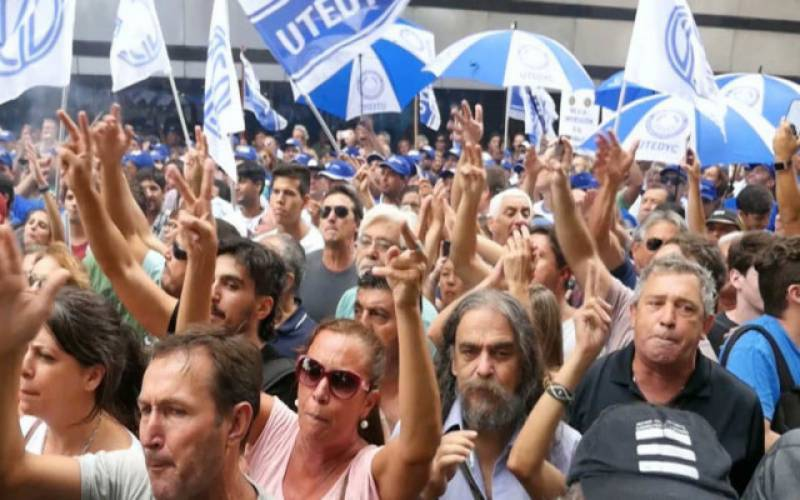 Thousands protest in Argentina against govt's economic policies