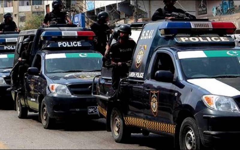 Policeman among two gunned down in Karachi
