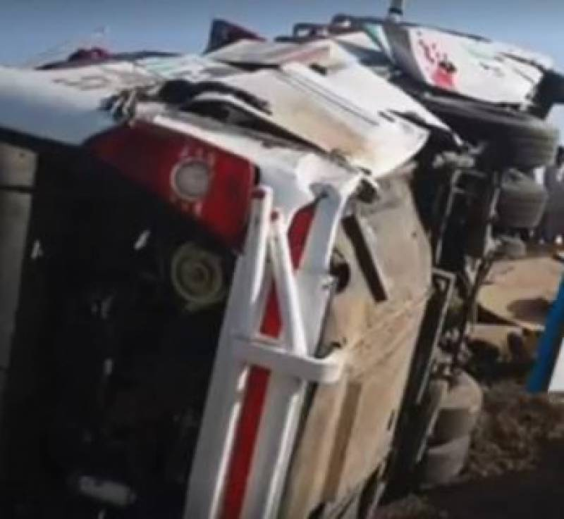 Seven dead, 32 injured as passenger bus overturns near Badin