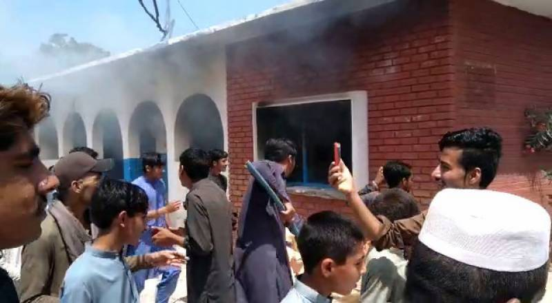 Locals set Mashokhel hospital on fire after anti-polio drops allegedly make children ill