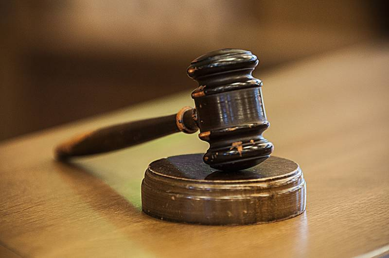 Lawyer who hit judge with chair in Jaranwala gets 18 years in jail
