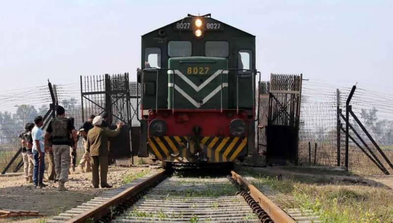 Pakistan shuts Samjhota Express train service