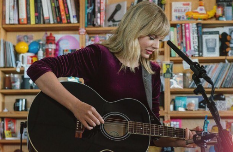 Taylor Swift to receive Artist of the Decade Award at AMAs next month