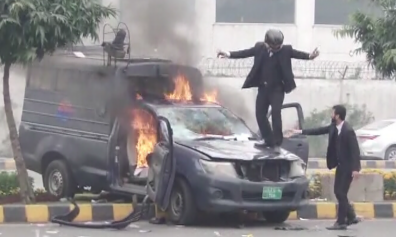 Rangers deployed in Lahore following lawyers' attack at PIC