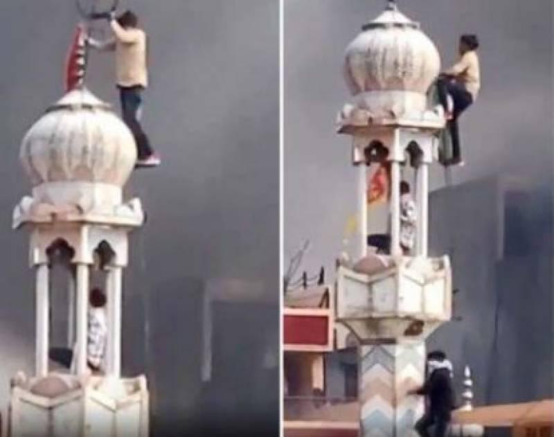 Hindu mob kills 17, sets Delhi mosque on fire