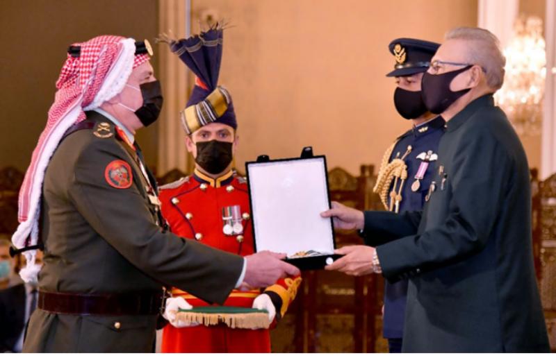 President Arif Aliv confers Hilal-e-Imtiaz (M) on Jordanian military chief