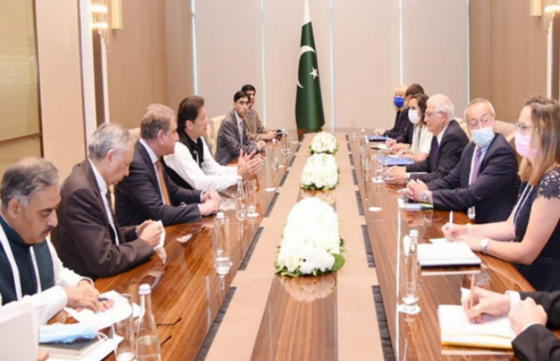 PM Imran urges EU, int'l community to support rehabilitation of Afghan refugees