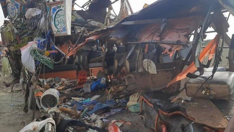At least 33 killed in bus, truck collision near Dera Ghazi Khan