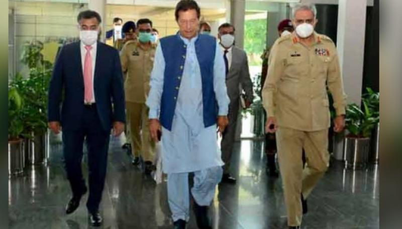 PM Imran visits ISI headquarters