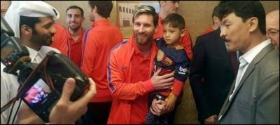 Afghan boy finally meets his star Messi