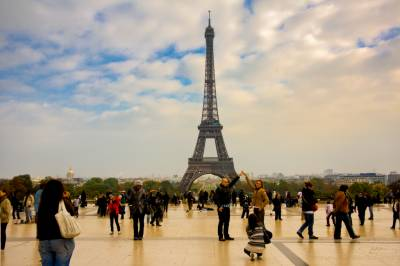 Eiffel Tower closed to tourists